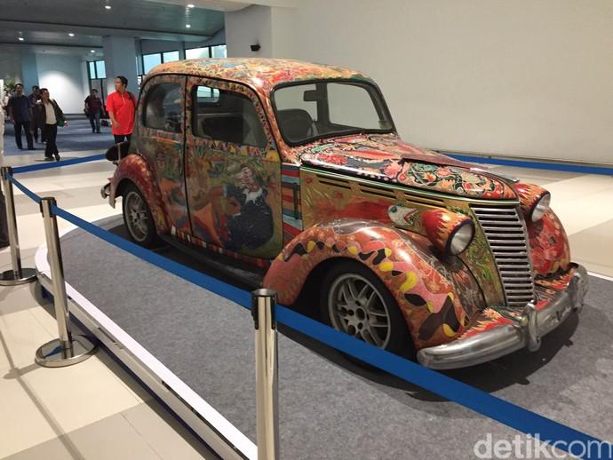 Mobil Antik yang Jadi Kanvas Lukisan di Terminal 3 Ultimate