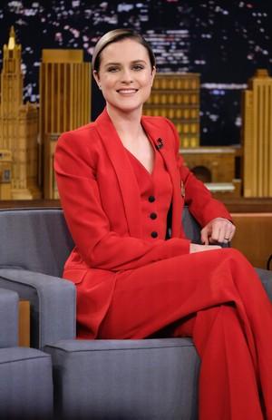 Evan Rachel Wood Mengaku 2 Kali Jadi Korban Pelecehan Seksual