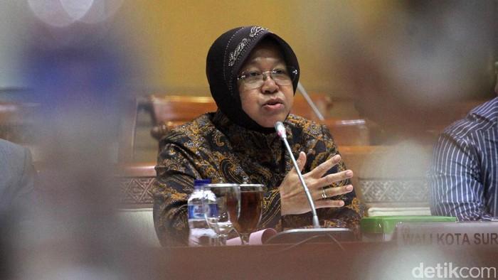 Wali Kota Surabaya Tri Rismaharini memenuhi undangan Komisi III DPR. Rapat kali ini terkait dengan kasus pembangunan Pasar Turi yang terbakar.
