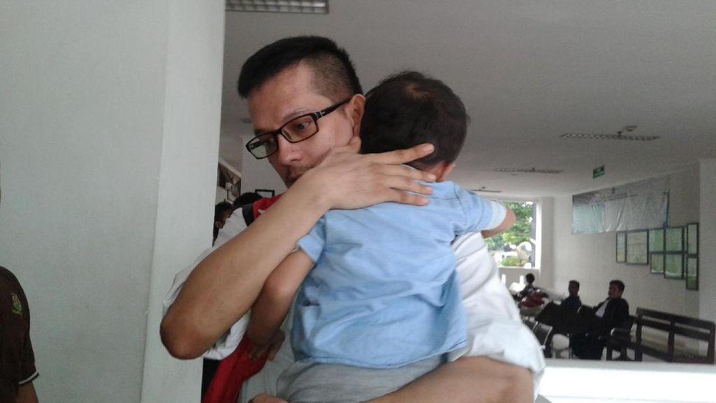 Anak Jupiter Fortissimo Titip Sang Ayah pada Petugas Lapas