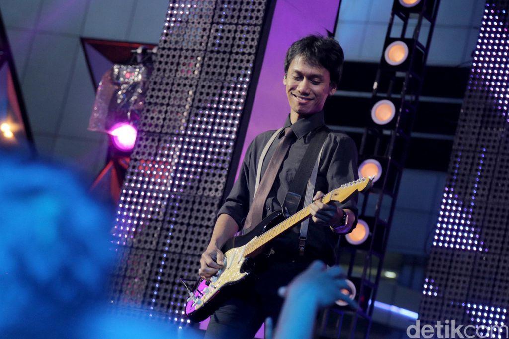 Eross Chandra, guitaris Sheila On 7.