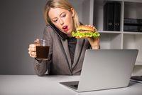 Kenapa Ya, Makanan Manis dan Tinggi Kalori Lebih Mencuri Perhatian?