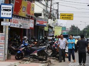 Curhat Plt Gubernur DKI: Bangun Trotoar tapi Dipakai PKL dan Parkir Liar