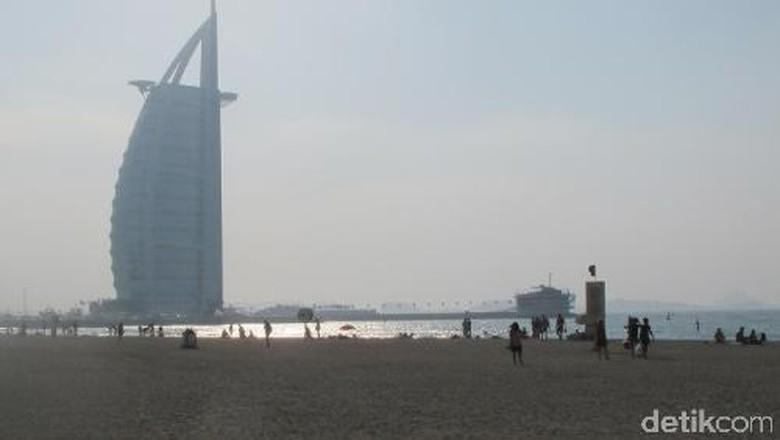 Pantai Jumeirah di Dubai