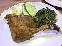 Ayam Goreng Barokah: Aduh Nikmatnya! Bebek Goreng Dicocol Sambal Korek dan Semur Jengkol yang Berbumbu Pekat