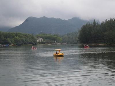 Celebrity on Vacation: Berenang di Sungai Raba Banda Aceh
