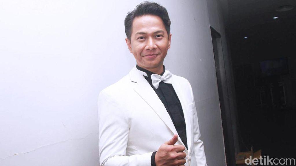 Disebut Tukang Judi, Delon Thamrin Bela Diri