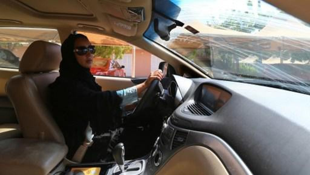 Pengemudi Taksi Online Wanita di Arab Hanya Tarik Penumpang Wanita