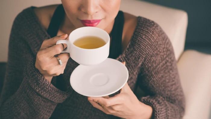 ilustrasi minum teh