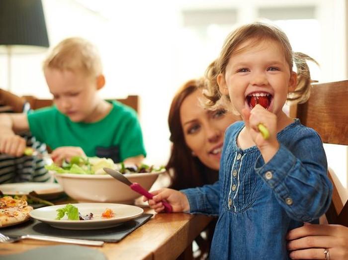 Foto: Ilustrasi anak makan/ iStock