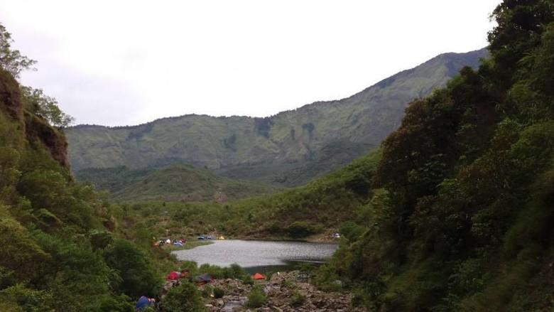 Danau di kaki Gunung Bawakaraeng