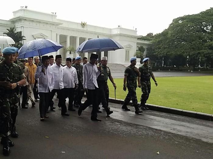 Presiden Jokowi dan Wapres JK ketika keluar dari Istana (Foto: Bagus Prihantoro/detikcom)