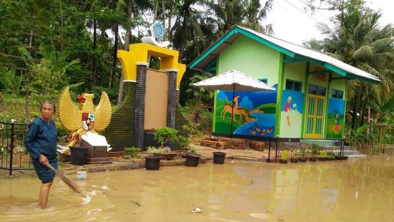 Banjir di Pacitan Surut, Warga Kini Butuh Air Bersih