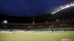 Tentang Peluang Persija vs Persebaya Batal Digelar di Stadion Pakansari