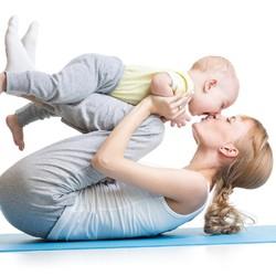 10 Gerakan Olahraga yang Bisa Dilakukan Bersama Anak di Rumah