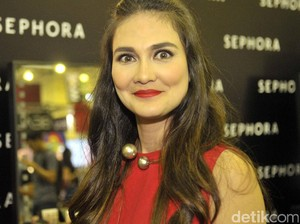 Red Hot Luna Maya
