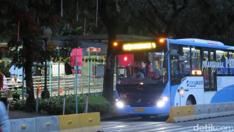 TransJ Bantah Kabar Viral Lansia Tak Gratis Lagi Naik Bus
