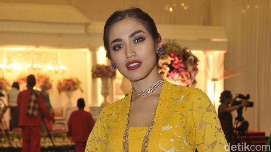 Gaya Anggun Jessica Iskandar Berkebaya