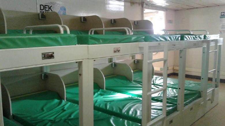 Tempat Tidur Tingkat di Kapal Pelni