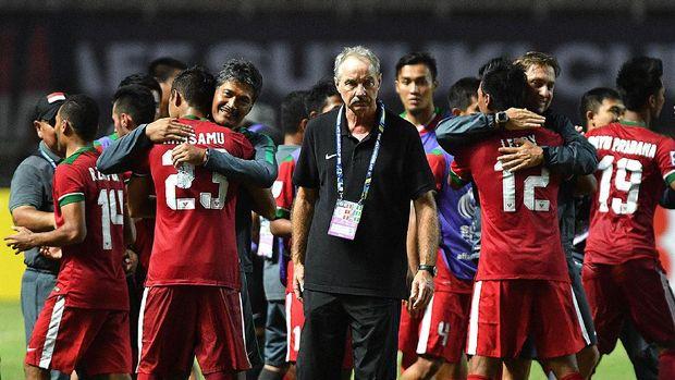 Alfred Riedl tidak leluasa memilih pemain pada Piala AFF 2016.