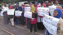 Protes Pencoretan Dana Hibah, Guru Ngaji di Bandung Gelar Aksi 512