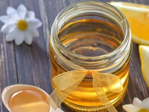 Madu sebagai salah satu bahan alami untuk mencegah bibir pecah-pecah.