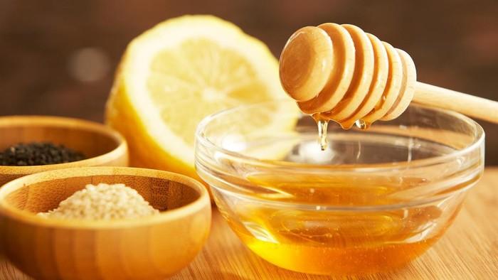 Apakah Madu Dicampur Lemon dan Air Benar Berkhasiat atau Hanya Mitos?