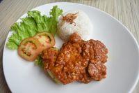 Amypond Cafe: Pedas <i>Juicy</i>, Ayam Penyet yang Dimasak dengan Teknik Confit