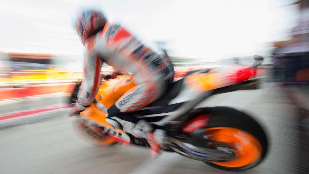 Marc Marquez Kendarai Motor MotoGP di Salju