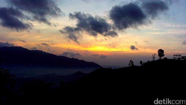 Sunrise di Bukit Banyon (Adhar/detikTravel)