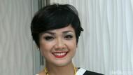 Gowes Jakarta-Bali, Nirina Zubir Tetap Bersama 2 Anaknya