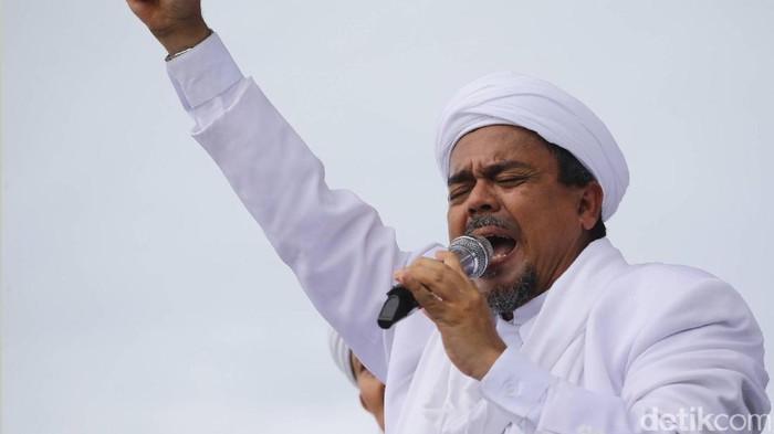 Habib Rizieq Shihab saat menghadiri aksi damai 2 Desember di Monas, Jakarta, Jumat (2/12/2016).