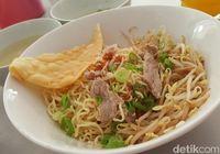 Makan Puas Nasi Kapau, Bakmi, hingga Sate Taichan yang Bikin Laper