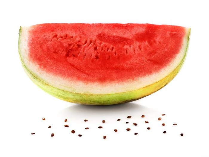 Beragam nutrisi semangka menjadikannya sebagai salah satu menu berbuka puasa sehat. (Foto: iStock/wtrmln wtr)