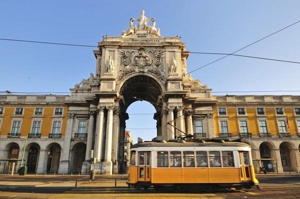 Perjalanan di Portugal dapat kita mulai dari ibu kotanya yakni Lisbon. Lisbon dikenal punya destinasi wisata beragam, mulai dari yang bertema klasik, alam, dan olahraga yaitu Stadion da Luz. (Foto: Thinkstock)