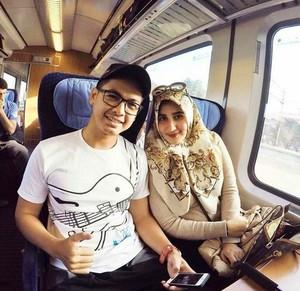 Diterpa Isu Cerai, Ini Alasan Istri Tommy Kurniawan Lepas Jilbab