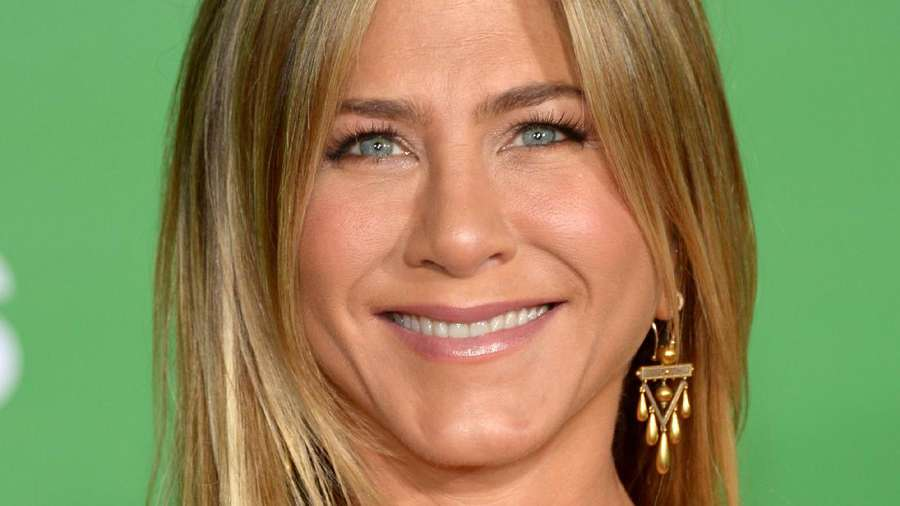 Jennifer Aniston Bergaun Bordir Warna-warni