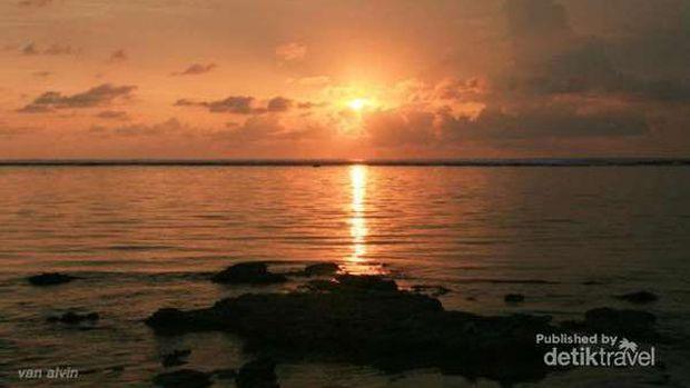 Ilustrasi sunset cantik di Pangandaran
