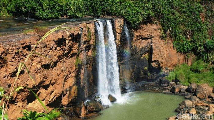 Foto: Geopark Ciletuh punya air terjun, perbukitan dan hutan (Rahmaliza/dTraveler)