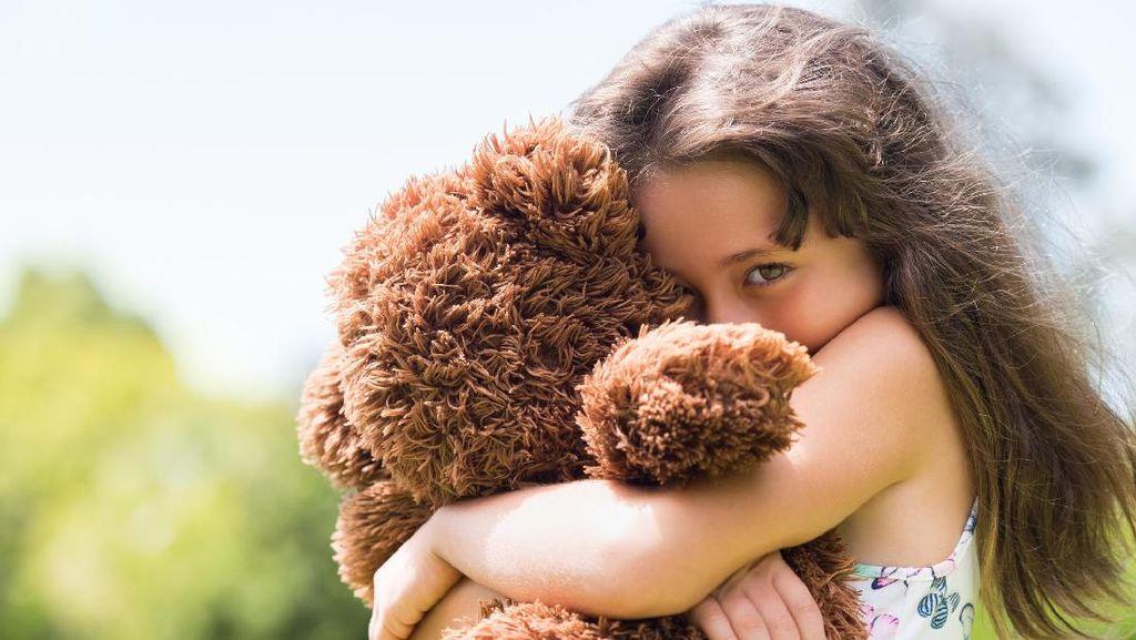 Viral Video Anak Kecil Cium Pipi Teman Sebaya, Ini Komentar Psikolog