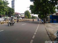 Melihat Pagar Pembatas Busway yang Dijebol untuk Menyeberang Jalan