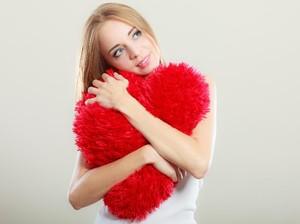 5 Hal yang Terjadi Pada Tubuh Saat Kamu Jatuh Cinta