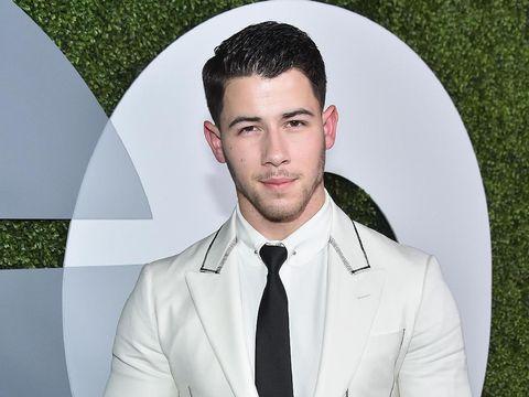 Demi Moore Kencani Nick Jonas yang 30 Tahun Lebih Muda Darinya