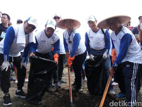 BUMN aksi bersi-bersih serentak di 5 kota