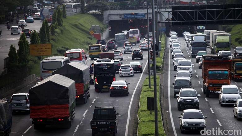 Kemacetan di ruas tol TB Simatupang menuju Jagorawi macet, Sabtu (10/12/2016) lalu. Foto: Lamhot Aritonang