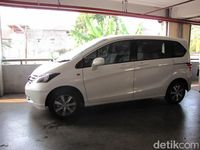 Honda Freed model lama
