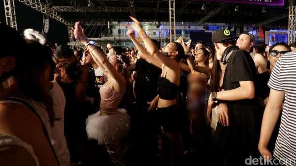 Aksi Para Partygoers di DWP 2016