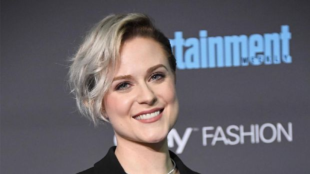 SANTA MONICA, CA - DECEMBER 11:  Actress Evan Rachel Wood, winner of Best Actress in a Drama Series for 'Westworld', poses in the press room during The 22nd Annual Critics' Choice Awards at Barker Hangar on December 11, 2016 in Santa Monica, California.  (Photo by Frazer Harrison/Getty Images)