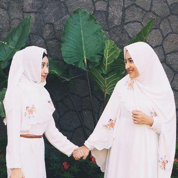 Foto: Cantiknya Chacha, Putri Cindy Fatikasari dengan Gaya Jilbab Panjang