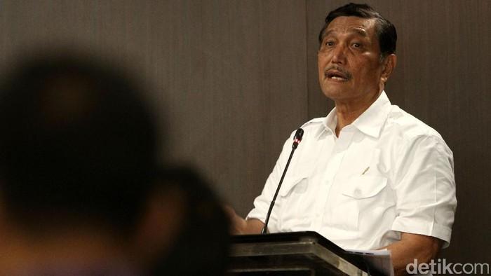 Menteri Koordinator Kemaritiman Luhut Binsar Panjaitan berdialog dengan Asosiasi Pemerintahan Kabupaten Seluruh Indonesia (Apkasi) di Jakarta, Rabu (14/12/2016).